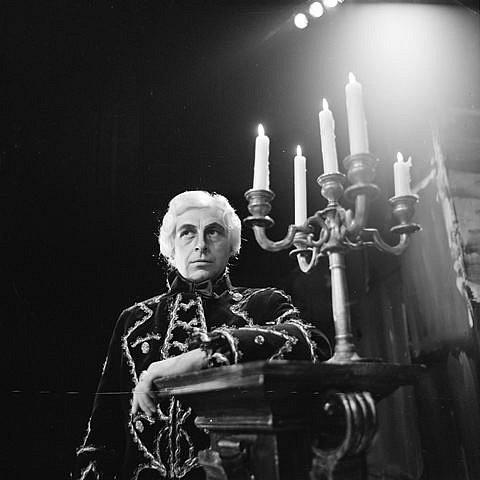 Josef Průdek, osobnost opery Jihočeského divadla, slaví 70. narozeniny. Snímek z představení Tosca.