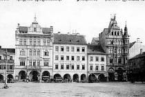 Náměstí od Kollmannů ke Včele před rokem 1908.