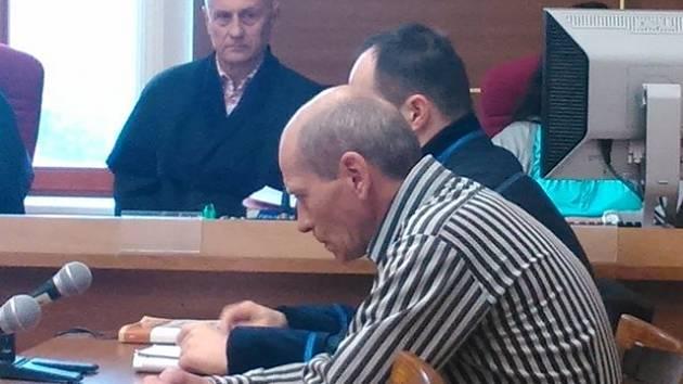 Josef Stach má za polití Romy obývaného domu naftou strávit 2,5 roku ve vězení. Proti rozsudku se ihned odvolal.