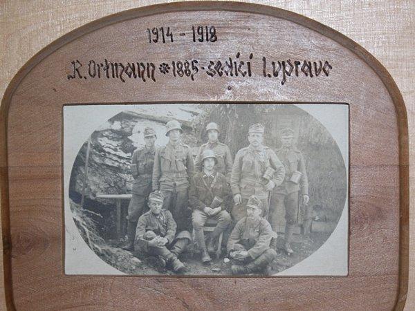 Rudolf Ortmann coby dělostřelec na frontě druhé světové války, na snímku je sedící vpravo.