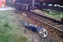 Motocyklistka vjela pod vlak u Hluboké u Borovan