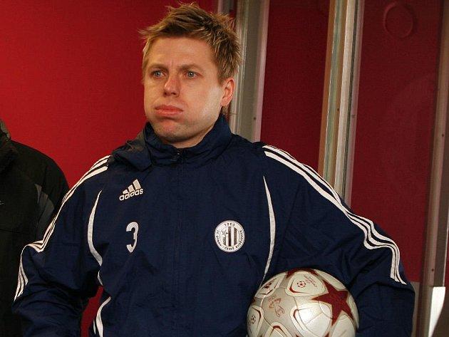 Kapitán fotbalistů Dynama David Horejš se po vleklém zranění už zapojil do přírpavy s týmem a v Salcburku i v Bratislavě ve středu s Petržalkou už nastoupil, v pátek proti Dubnici ale odpočíval.