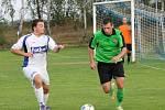 Dolní Bukovsko vidělo vítězství lídra okresního přeboru: Neplachov - Boršov nad Vltavou (bílé dresy) 0:3.