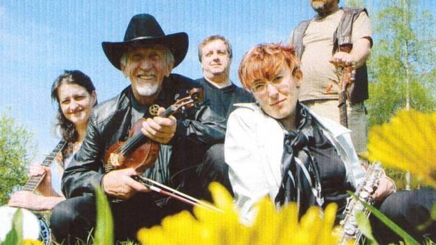 Ve věku 82 let zemřel v neděli 29. května Jan Jakeš, první kapelník skupiny Dědows.