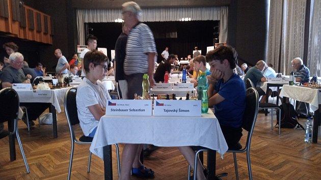 Šachový festival přináší zajímavé partie, dramatické zápasy