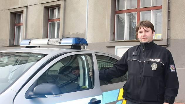 Policista Josef Rod rozmluvil sebevraždu muži, který se chtěl oběsit ve Stromovce.