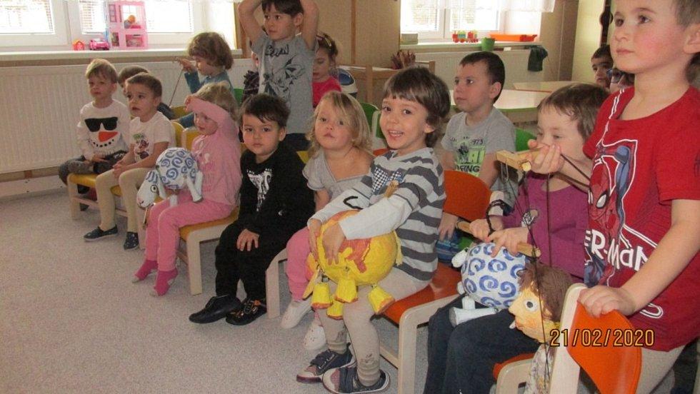 V MŠ Ločenice je jednotřídka pro děti od 3 let po předškolní věk.