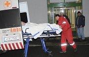 Při požáru na interním oddělení budějovické nemocnice zahynula začátkem února osmdesátiletá pacientka. Ani po téměř dvou měsících od této tragédie vyšetřovatelé případ neuzavřeli.