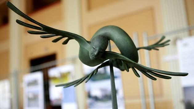 Výstava architektonických studií památníku letcům 2. světové války na Senovážném náměstí v Českých Budějovicích. Výstava potrvá v DK Slavie do konce příštího týdne. Ve všední den od 10 do 18 hod, v sobotu do 13 hod.