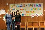 Projekt Edison spojuje mladé lidi odlišných kultur a národností. Na snímku zleva Marcela Jakšičová, Petra Syslová a Lucie Vaňková, díky kterým je škola součástí projektu. Žáky na projekt připravovaly již na konci minulého školního roku.