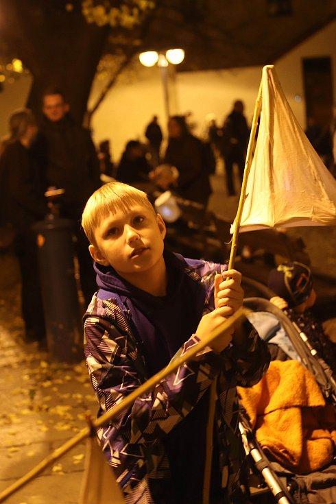 Lampionovo-svíčkový průvod u příležitosti Památky všech zesnulých v Českých Budějovicích.