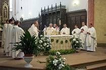 """Ve čtvrtek se v Českých Budějovicích uskutečnila liturgická slavnost """"Těla a Krve Páně – Boží Tělo""""."""