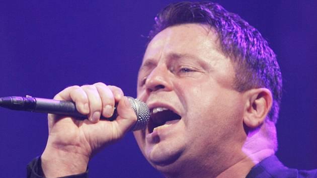 Zpěvák Petr Muk (1965 - 2010) na koncertě v českobudějovické Budvar aréně v listopadu 2009.
