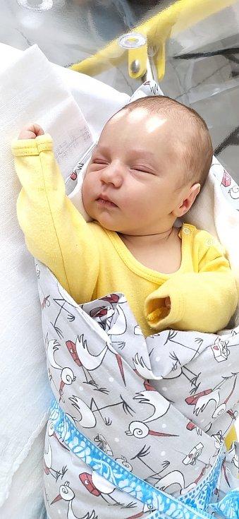 Oliver Chudožilov ze Skal. Syn Kláry a Marka Chudožilových se narodil 8. 5. 2021 v 19.16 hodin. Při narození vážil 3400 g a měřil 50 cm.