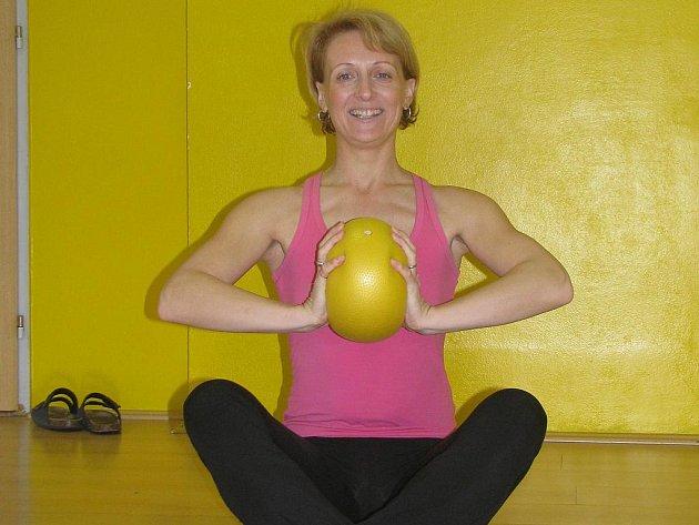 Romana Beranová předcvičuje již jedenáctým rokem v českobudějovickém Holiday Fitness Clubu. Má ráda aerobik, v poslední době ji ale nadchlo pilates.