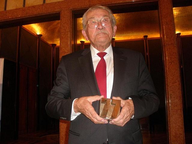 Básník Karel Šiktanc dostal podruhé Cenu Jaroslava Seiferta.