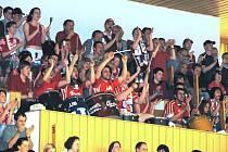 Skalní fandové, kterým se říká kotelníci, vždy dokáží i na volejbalových zápasech vytvořit parádní atmosféru. Nejinak tomu bude i zítra v českobudějovické Sportovní hale, kdy domácí tým VK Jihostroj přivítá v Lize mistrů ruský celek Dynamo Moskva.