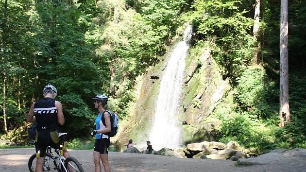 Terčino údolí skrývá umělý vodopád, malá zajížďka k němu stojí za to.