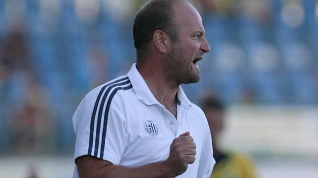 Trenér Pavel Hoftych věří, že by výhra s Vltavínem měla jeho týmu pomoci.