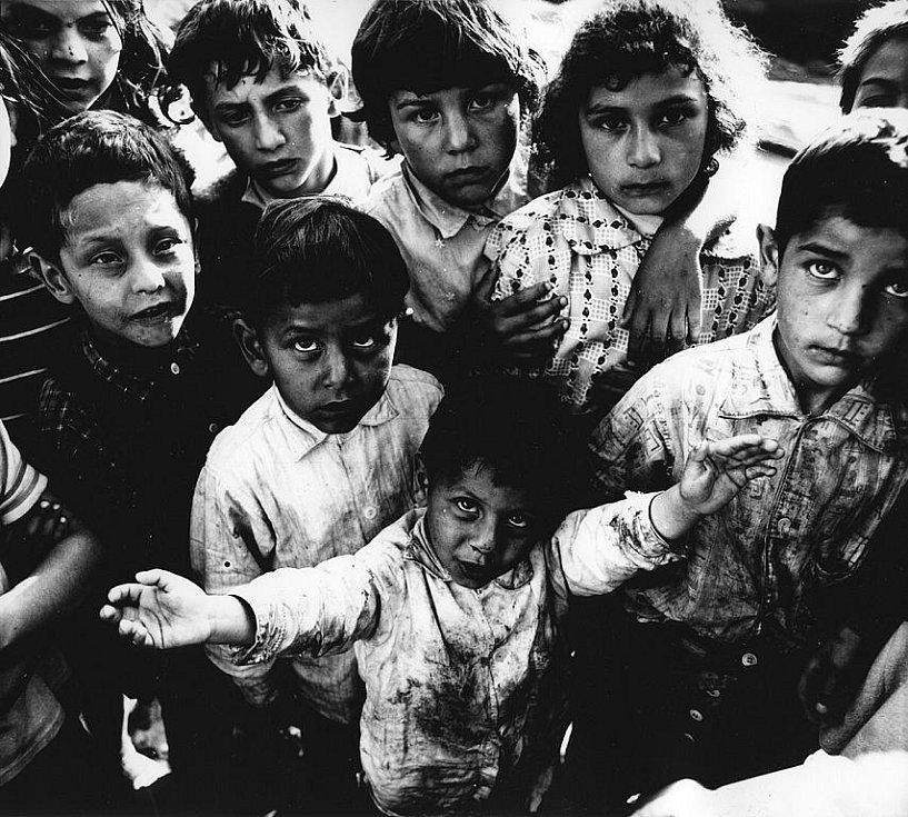 Pět fotografů vystavuje v českobudějovické Galerii Nahoře snímky z jedné ztracené slovenské vesnice, kde fotili začátkem 70. let a loni se tam vrátili...