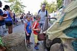 Zvířata v ZOO navštívily pohádkové postavy. Užily si to hlavně děti.