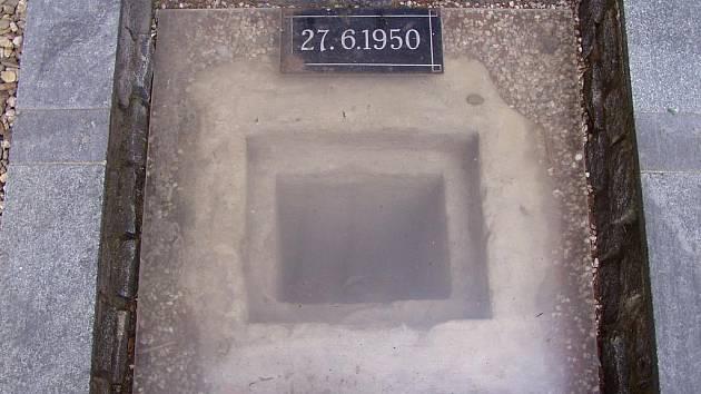 Místo na dvoře pankrácké věznice, kde byli popraveni nevinně odsouzení.