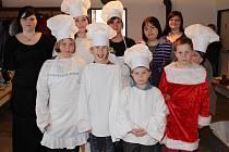 Členové SDH Kostelec u Hluboké nad Vltavou sehráli v sobotu v rámci tradiční vánoční besídky hru o Zlatovousce.
