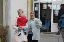 Ve dvě hodiny se v pátek otevřela volební místnost i na základní škole v Rožnově.