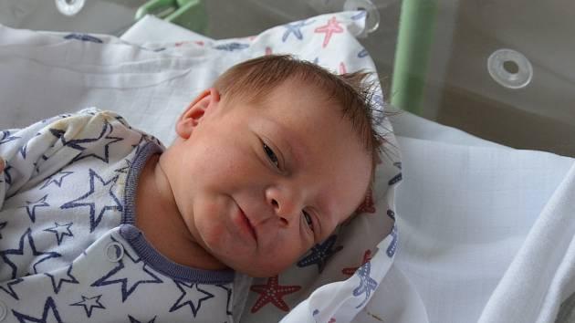 Adam Kriváň z Prachatic. Syn Miroslavy a Petra Kriváňových se narodil 12. 11. 2020 v 9.18 hodin. Při narození vážil 2600 g a měřil 47 cm. Doma se na brášku těšila Kačenka (4).