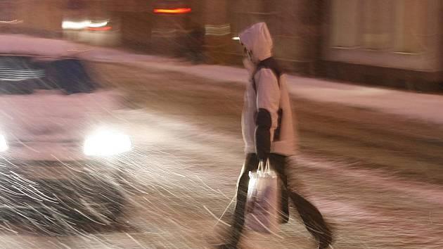 Deset centimetrů sněhu zasypalo České Budějovice. Firma .A.S.A. poslala do terénu 40 zaměstnanců.