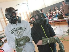 Vyprávění vojáků o Afghánistánu hltali žáci budějovické ZŠ Bezdrevská. Dozvěděli se o práci pyrotechniků, chemiků i zdravotníků.