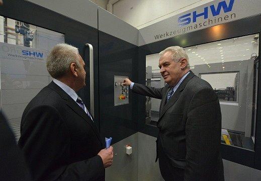Milevsko, debata se zaměstnanci a přestřižení pásky a uvedení do provozu horizontálně frézovacího centra.