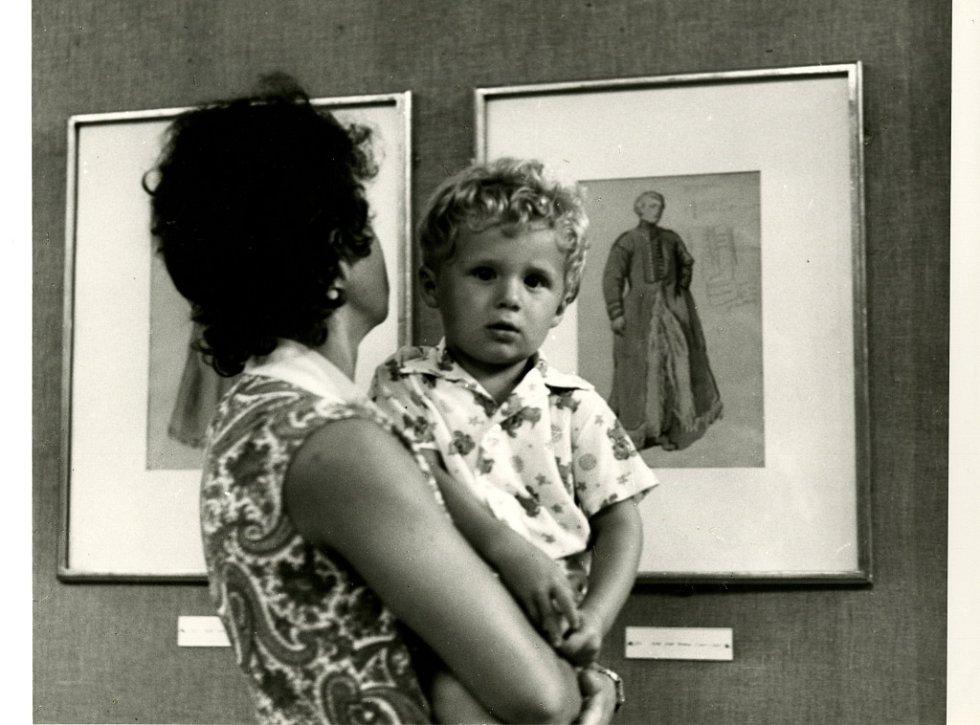 Alšova jihočeská galerie slaví 60 let. Výstava Josefa Mánese v jízádrně, 1972.