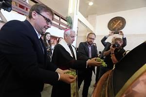 Biskup Kročil posvětil nové pivo v českobudějovickém Budvaru