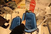 Nákupy v IGY centru. Ilustrační foto.