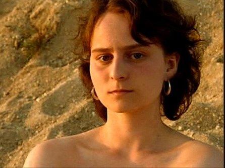 Eva Hodinová ve filmu Vyhnání zráje.