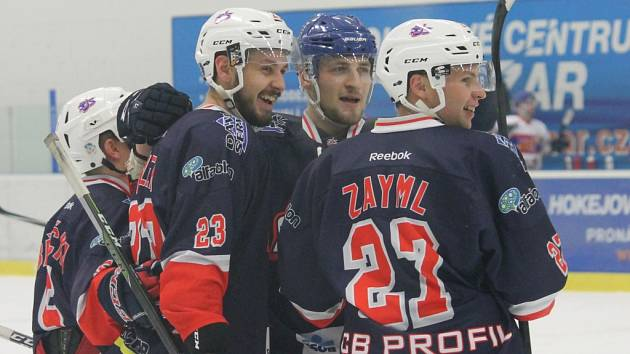 Útočná formace Bílek, Marek, Zayml ukázala kvality. Hokejisté Hc David servis ve II. lize porazili na domácím ledě Nymburk 5:3.