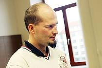 Štěpán Horník (32) se zapsal do povědomí veřejnosti napadením kamarádky. Teď stojí u soudu za znásilnění.