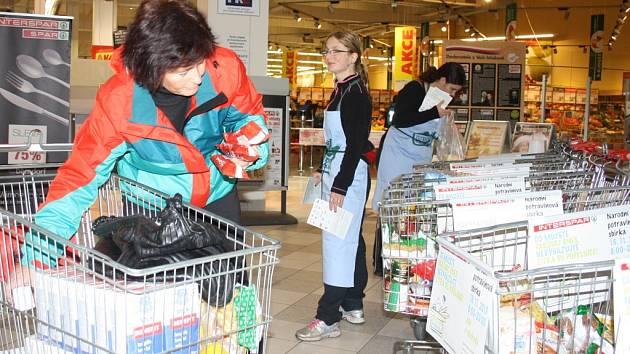 Do Národní potravinové sbírky přispívali i lidé v Českých Budějovicích.