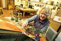 Čtyřicet obrazů ukáže zájemcům malířka Renata Štolbová 10. a 11. října v hlubocké galerii Knížecí dvůr, čímž se připojí ke Dnům otevřených ateliérů. Na výstavě zájemce osobně provede od 12 do 16 hodin.