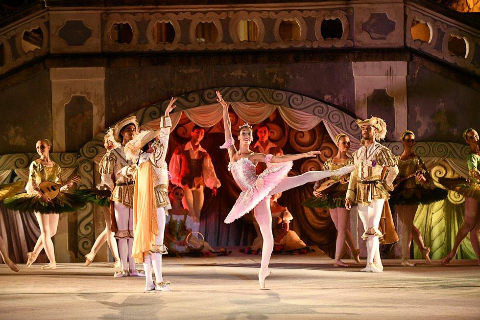 Šípková Růženka byla výzvou. Po dlouhé době tančili balet na špičkách. Na snímku Rosa Maria Pace v hlavní roli.