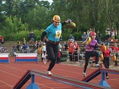Druhým dnem pokračuje v sobotu hasičské mistrovství republiky. Ráno soutěžili dobrovolní hasiči v běhu na 100 metrů s překážkami.