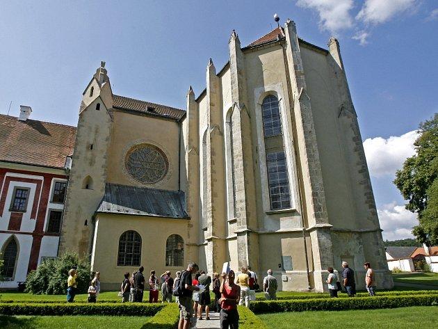 Zakládací listinou Přemysla Otakara II. ze září roku 1263 byl zřízen cisterciácký klášter Sancta Corona. Své jméno získal podle relikvie trnu z Kristovy koruny, kterou obdržel Přemysl Otakar II. od Ludvíka IX. Svatého a daroval ji nově založenému klášteru
