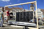 V neděli na českobudějovickém náměstí vrcholily přípravy na letošní ročník Budějovického Majálesu. Ten se koná od 20. do 25. května.