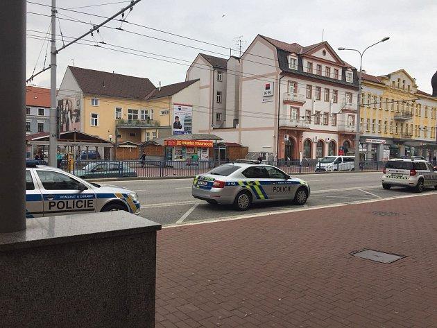 Zčeskobudějovického nádraží nakonec neodjel vlak, který blokovala skupina osob ze severních Čech. Jeden člověk vstoupil do kolejiště. Incident se obešel bez zranění.
