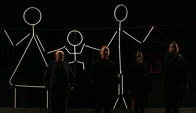 Paprsky je název nového představení, které nabízí Divadlo Kvelb zČeských Budějovic.