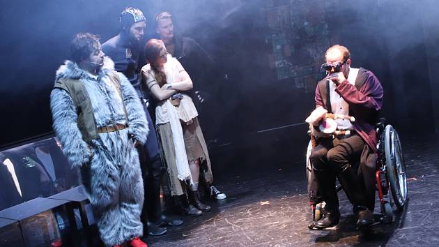Divadlo Půda hra Nesmír.