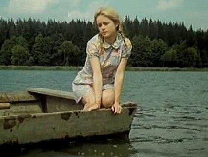 Milada Vnuková, později Zímová ztělesnila Honzovu vesnickou kamarádku. Ve filmech se objevila vícekrát, mj. v Údolí krásných žab či v Setkání v červenci.