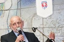 Předseda OFS ČB Jiří Kureš naznačil, že dá na přání klubů. Deník je oslovil a zjistil, že dva si přejí, aby se zápasy o záchranu hrály současně.
