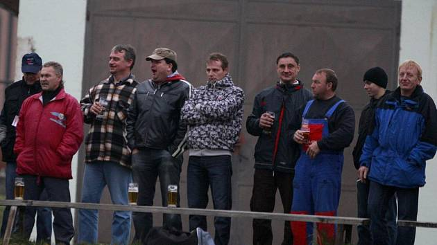 Diváci v Ševětíně sledovali zápas podzimu s D. Vodou. Výsledek 1:3 domácí nepotěšil. Hráče, ani jejich fanoušky.